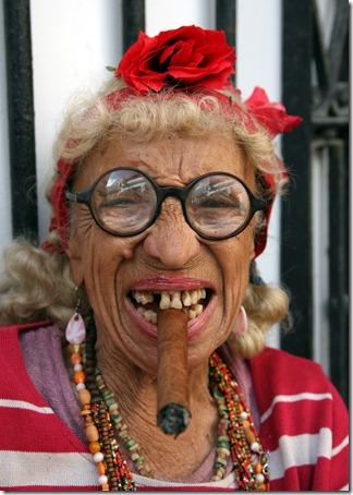 Fotos De Abuelas Fumando Cubanas
