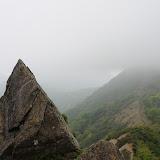 鬼ヶ岩から蛭ヶ岳を望む。蛭は未だ雲の中。