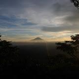 日が沈みはじめ、雲も晴れてきました。美しい富士山。