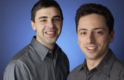 คนทางซ้ายมือคือ ลาร์รี่ เพจ คนทางด้านขวามือคือ เซอร์เกย์ บริน