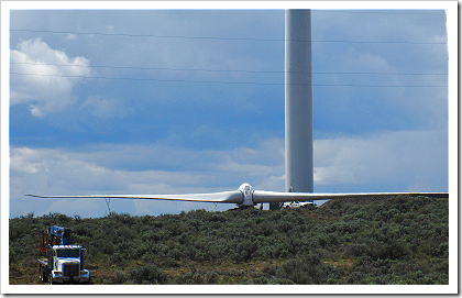 Wild Horse Wind Farm: wind turbine construction (click for larger image)