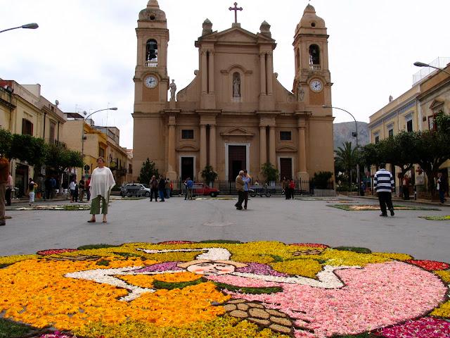 die Piazza von Terrasini