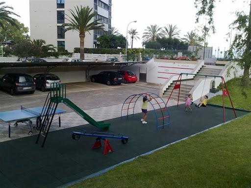 montaje de una zona infantil en una comunidad de propietarios