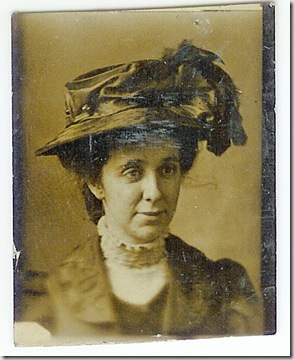 woman-with-hat-small