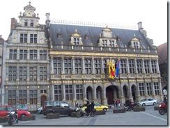 2010.08.08-008 halle aux draps