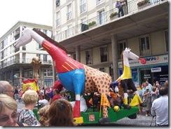 2010.08.22-001 la girafe aux couleurs de l'Espagne