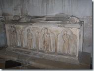 2010.09.07-005 gisant d'Adélaïs dans l'église Saint-Jean