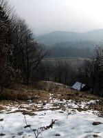 Pogled v dolino med prečenjem pobočja Vince