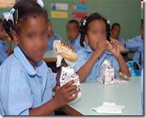 Image result for 39 estudiantes de escuela de Brisas del Este se intoxican con desayuno escolar