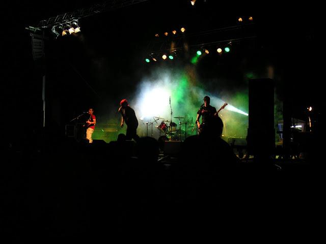 Actuaci&oacute; de <b>Batikano Rojo</b> en la onzena edici&oacute; del concert Xapulina Roc. Edici&oacute; realitzada al Pla de Sant Joan. <b>Autor: Konfrare Albert</b>