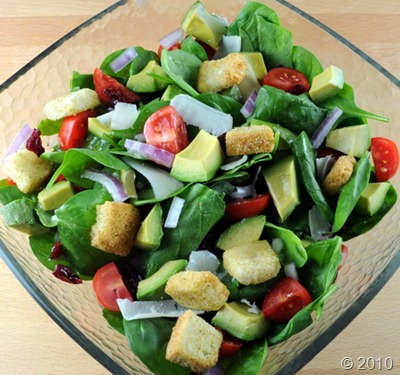 Interesting: Salad of spinach and avocado