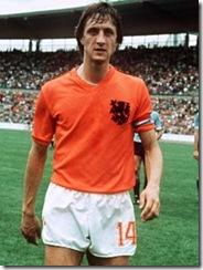Der Mannschaftskapitän der niederländischen Fußball-Nationalmannschaft Johan Cruyff nach dem Vorrundenspiel der Gruppe III Niederlande - Uruguay (2:0) anlässlich der Fußball-Weltmeisterschaft in Deutschland am 15.06.1974. Foto: Werner Baum +++(c) dpa - Report+++