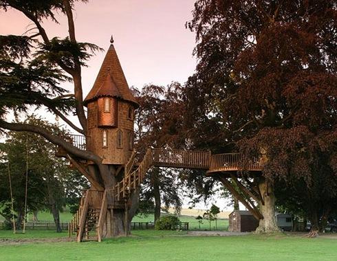 Amazing Tree Houses Around The World 03