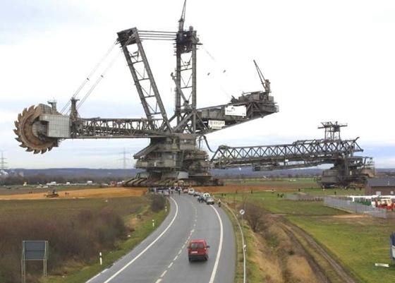 World Biggest Digging Machine by Krupp 01