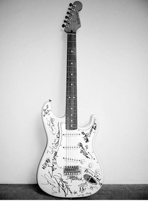 most-expensive-guitar-in-the-world-Reach-out-to-Asia-Fender-Stratocaster
