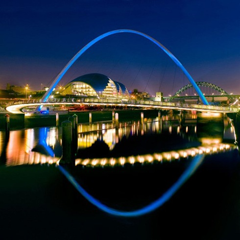Gateshead-Millennium-Bridge-Gateshead-to-Newcastle-UK