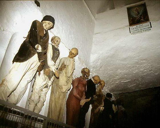 world's bizarre catacombs 07