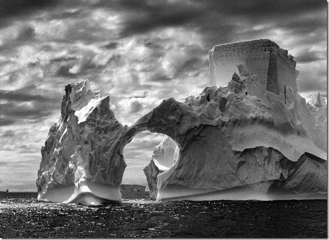 Sebastiao Salgado-Iceberg