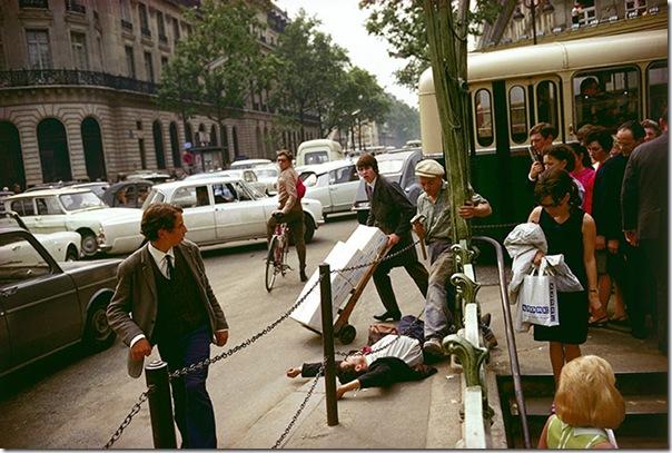 joel meyerowitz - Fallen Man  Paris 1967