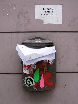 Atkritumu tvertne Blaumaņa ielā