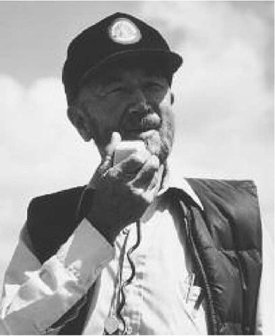 Preston Cloud leads a field trip in California in 1982