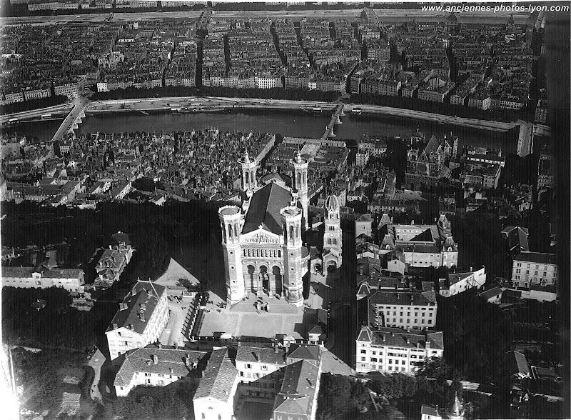 Vue aérienne du Parvis de la Basilique de Fourvière à Lyon 1920/30