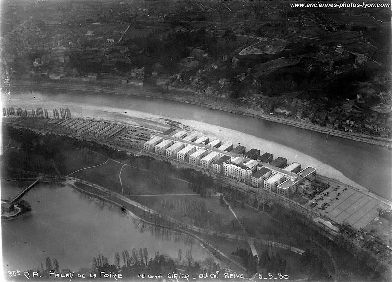 Vue aérienne du Palais de la Foire de Lyon, en travaux dans les années 1930