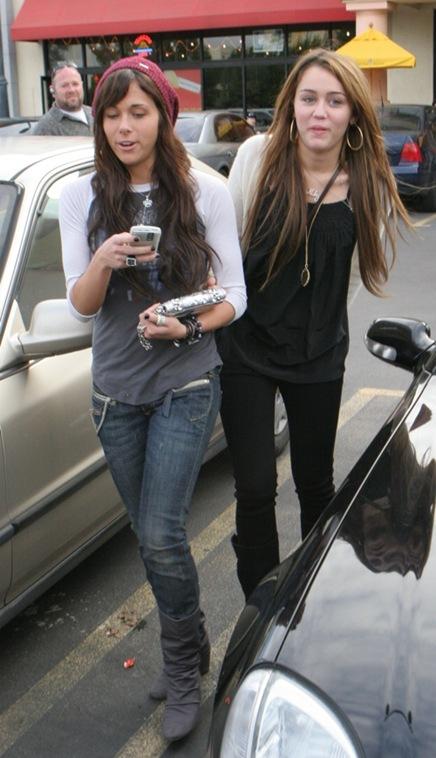 Miley y Mandy