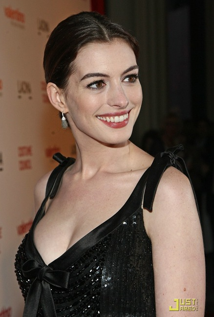 anne-hathaway-valentino-the-last-emperor-01