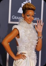Rihanna no tapete vermelho do Grammy 2010