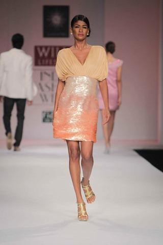 [WIFW SS 2011by Gayatri Khanna (20)[4].jpg]