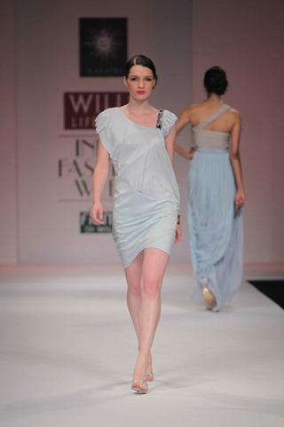 [WIFW SS 2011by Gayatri Khanna (11)[5].jpg]