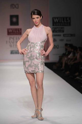 [WIFW SS 2011by Gayatri Khanna (14)[5].jpg]