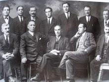 Cristóbal Cano, sentáu nel centru. Directiva del Atenéu Obreru de Villaviciosa 1936 qu