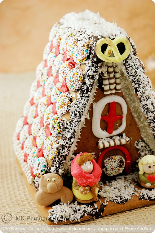 Scandinavian Gingerbread House - Pepparkakstuga (02) by MeetaK