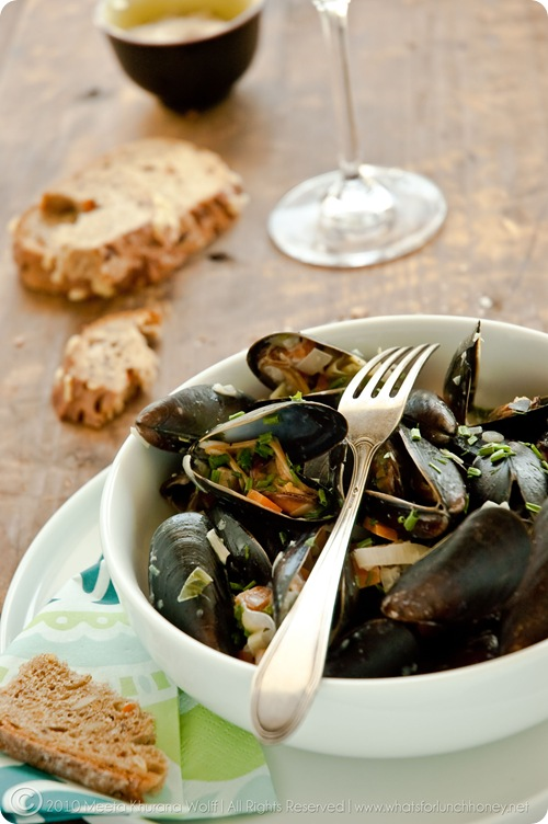 Mussels Creamy Garlic Sauce (0023) by Meeta K. Wolff