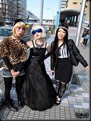 Lady-Gaga-Japanese-Fans-2010-04-17-014-P7159-600x800
