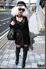 Lady-Gaga-Japanese-Fans-2010-04-17-081-P7280-600x903
