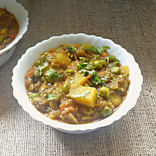 Eggplant, potatoes and green peas curry recipe – Aloo Baingan Matar ki sabji