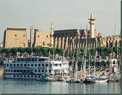 350px-Egypt.LuxorTemple.River.01
