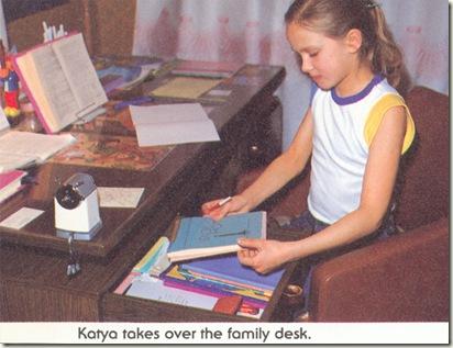 Катя за домашним заданием