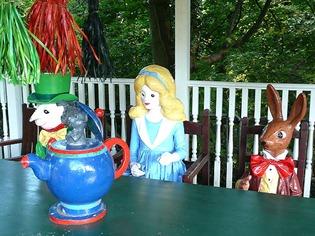 Чаепитие Алисы с Белым Кроликом и Шляпником