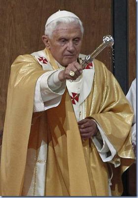 espana-visita-papa-papa-benedicto-xvi-celebra-misa-de-dedicacion-13