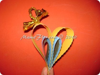 Adorno navideno en forma de corazon hecho en cartulina