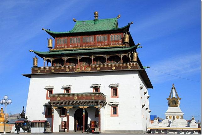 800px-Gandantegchinlen_Khiid_Monastery