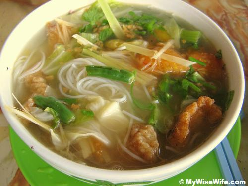 By your own - Rice stick noodles in sour spicy soup