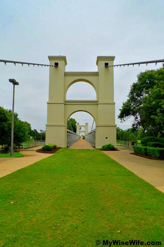 Welcome to Waco's Suspension Bridge