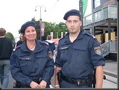 military_woman_austria_police_000020