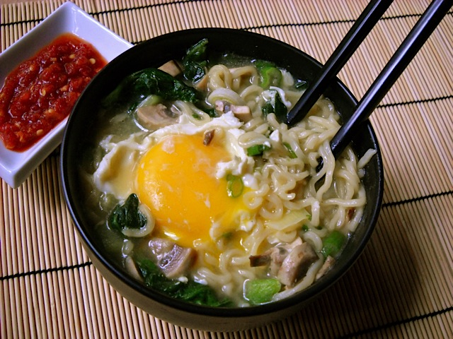 how to put egg in ramen
