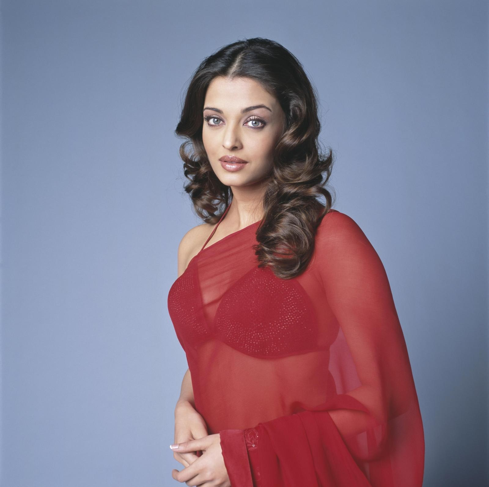 Aishwarya Rai Hot Saree in Endhiran Aishwarya Rai in Red Saree